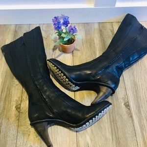 NWOT Tsubo Black Seamed Leather Boots size 8.5